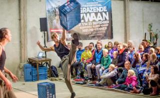 Theatervoorstelling tijdens festival De Grazende Zwaan