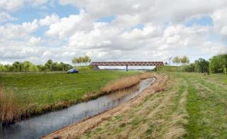 impressie van brug over N205 naar PARK21